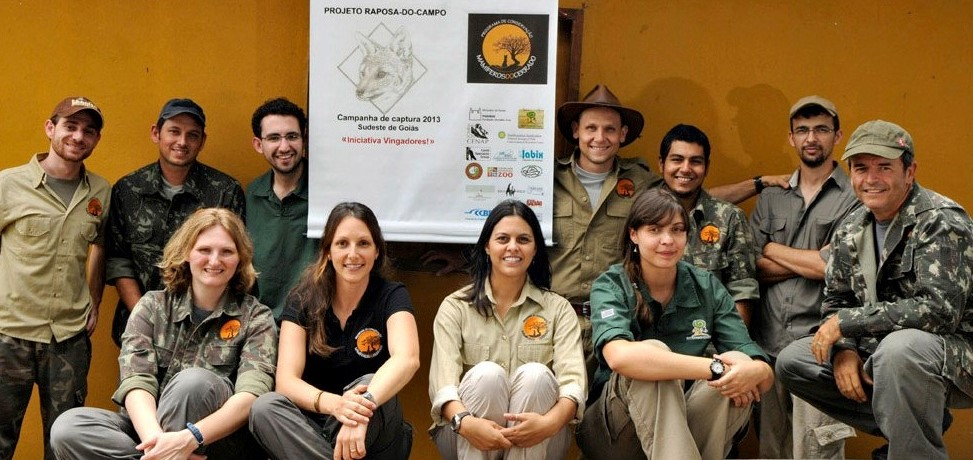 Left to right, back row: Ricardo C. Arrais (veterinarian co-coordinator), Frederico A. P. de Souza, Caio F. da Motta, Frederico G. Lemos (co-coordinator), Mozart C. de Freitas Jr., Alan N. da Costa, front row: Stacie M. Castelda, Fernanda C. de Azevedo (co-coordinator), Fabiana L. Rocha (veterinarian co-coordinator), Carolina Oliveira, Adriano Gambarini – Photo credit: Adriano Gambarini